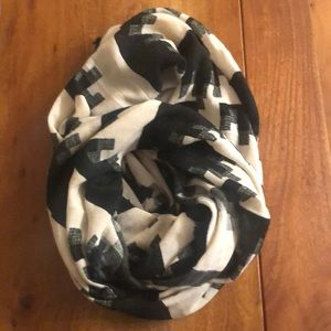 Urban Outfitters Graphic Black & Tan Circle Scarf